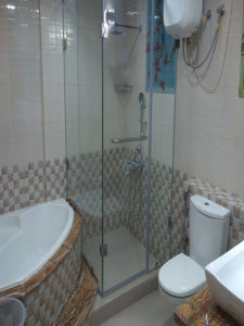 """Sliding Shower Cubicles at Rs 5000/piece, oughened Glass Sliding Shower Enclosure for Bathroom, Rs 17500 /number, Sliding Shower Enclosure at Best Price in Bengaluru, Karnataka, Sliding Door Shower Enclosures for the Contemporary Bathroom 
